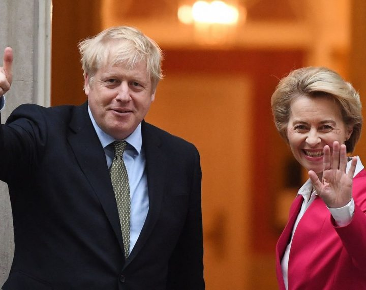 """Reino Unido cede y permitirá finalmente que los españoles sigan inventándose palabras en inglés tras el brexit. """"We were very preocupeision"""", han declarado los españoles."""